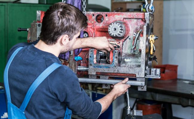edm-technik-maschinenbau-modernisierung-jobs-mechaniker