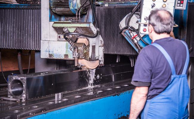 EDM Technik GmbH, Schleifen auf einer Favretto, Generalüberholungen von Werkzeugmaschinen